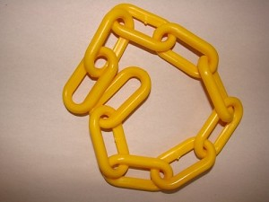 2-inch Plastic Chain, Yellow (per foot)